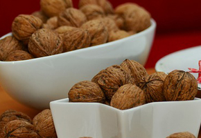 gallery/walnuts-1058509_640